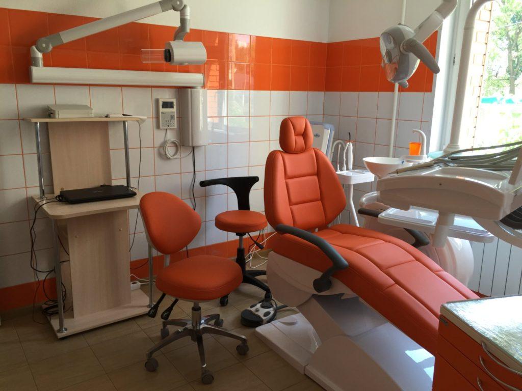 Светлый стоматологический кабинет на Нахимовском проспекте