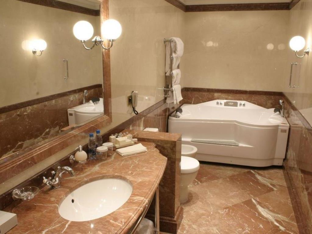 Ремонт ванной комнаты номера с джакузи